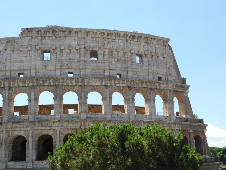 10 reasons to visit Rome - Coliseum
