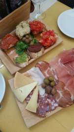 5 antipasti ideas - Bruchetta, Cheese and cold cuts